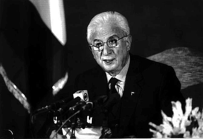 Roma, aprile 1992 - Francesco Cossiga durante le sue dimissioni da presidente della Repubblica (Ap)