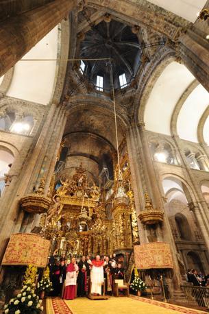 Il Papa nella cattedrale (Ansa)