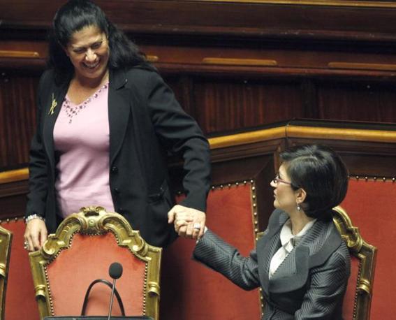 Rosi Mauro, senatore della Lega Nord, con il ministro dell istruzione Maria Stella Gelmini (Lapresse)