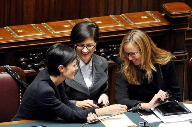 Le ministre Mara Carfagna, Mariastella Gelmini, Stefania Prestigiacomo in aula durante il voto di sfiducia al Presidente del Consiglio del 14 dicembre 2010 (Olycom)
