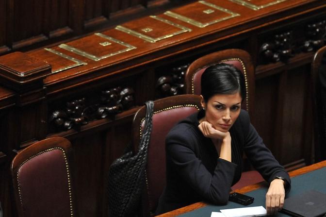 Mara Carfagna alla Camera durante la discussione per il voto di sfiducia a Silvio Berlusconi (Imagoeconomica)