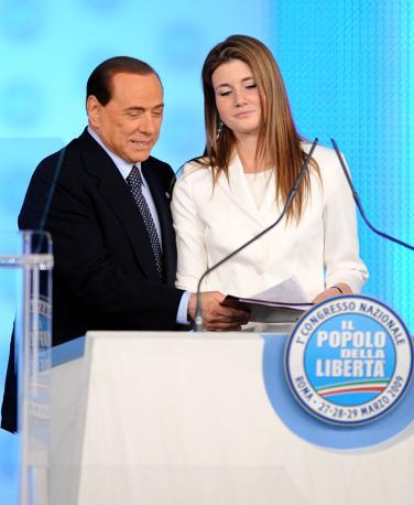 Annagrazia Calabria con il presidente del Consiglio Silvio Berlusconi con sul palco del Primo Congresso Nazionale del Popolo della Libertà a Roma (Ansa)