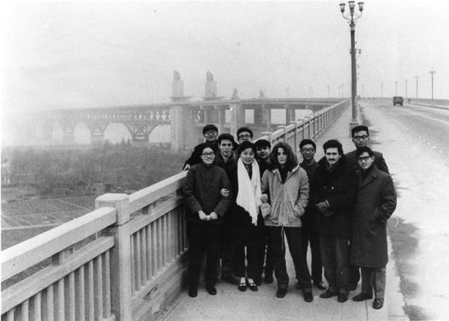 1979: D'alema, giovane segretario nazionale della Fgci, in Cina con una delegazione