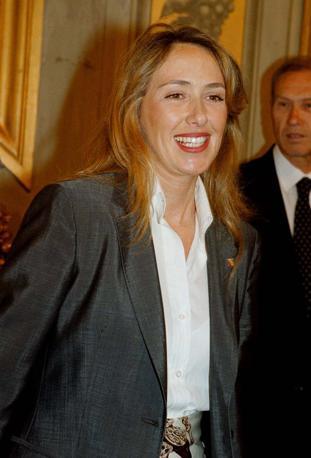 Nel 2001, a soli 35 anni, fu scelta da Berlusconi com ministro per le Pari Opportunità