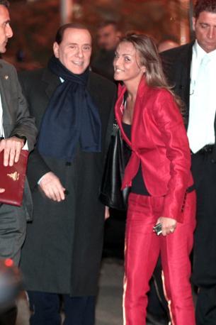 Berlusconi con la Pascale (Olycom)