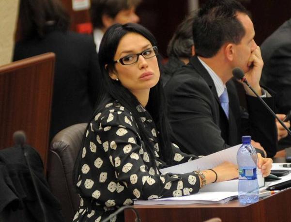 La Minetti è entrata in politica come consigliere regionale del Pdl: appoggia il governatore Formigoni