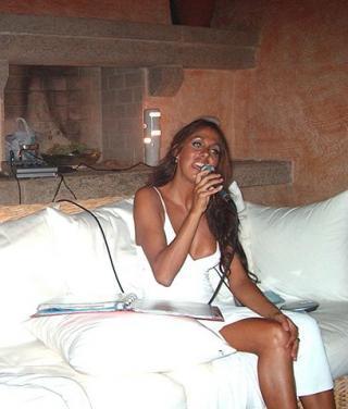 C'è anche la cantante sassarese Cristina Ravot tra le «presunte» compagne di Silvio Berlusconi