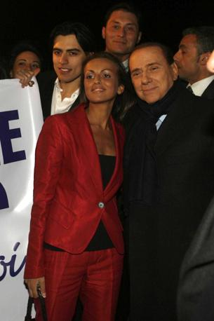 Era il 2011 quando Berlusconi disse: Da quando mi sono separato, ho avuto uno stabile rapporto di affetto con una persona che ovviamente era assai spesso con me anche in quelle serate e che certo non avrebbe acconsentito che accadessero a cena o nei dopocena quegli assurdi fatti che certi giornalisti hanno ipotizzato Di fronte a tale dichiarazione, part il toto-fidanzata. Alcuni ipotizzarono gi allora che si trattasse di Francesca Pascale (Agnfoto)