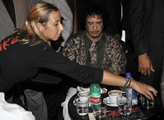 Gheddafi cappuccino a campo dei Fiori a Roma (Ansa)