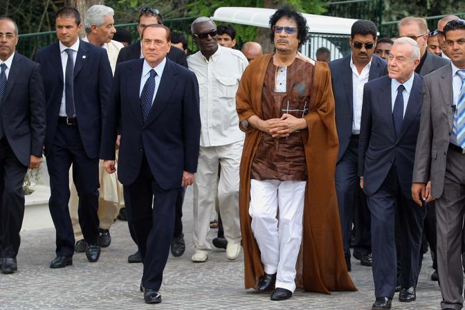 Gheddafi con Berlusconi e Gianni Letta (LaPresse)