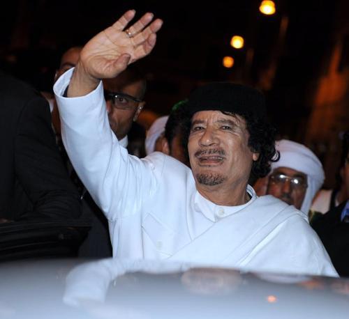 Gheddafi in piazza San Lorenzo in Lucina a Roma nel 2009 (Ansa)