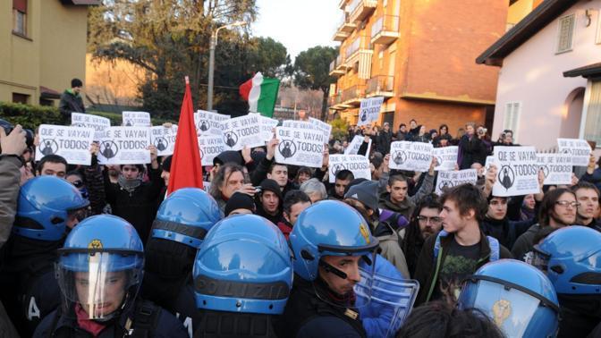 Tensione con la polizia (Fotogramma)
