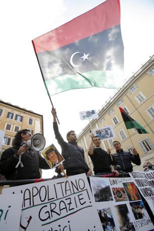 «Siamo gente normale che si è riunita spontaneamente per stare vicina da qui alle nostre famiglie in Libia», dicono (LaPresse)