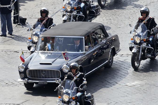 L'arrivo del Presidente della Repubblica Giorgio Napolitano all'Altare della Patria (Jpeg)