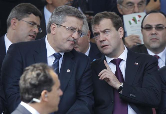 Il presidente russo Medvedev e quello polacco Komoroswski (Reuters)
