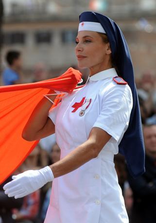La crocerossina Barbara Lamuraglia: lo scorso anno fu molto apprezzata dal premier Berlusconi. Anche quest'anno era presente (Afp)