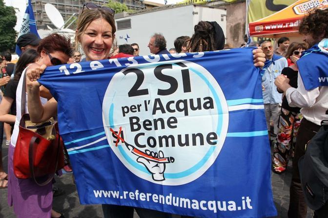 Il Comitato per il Si ai referendum festeggia l'esito delle urne (LaPresse)