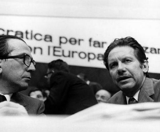 Andreotti con l'allora segretario dc Flaminio Piccoli nel 1973 (Lapresse)