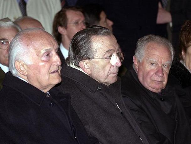 Con Scalfaro ai funerali di Piccoli nel 2000 (Ap)