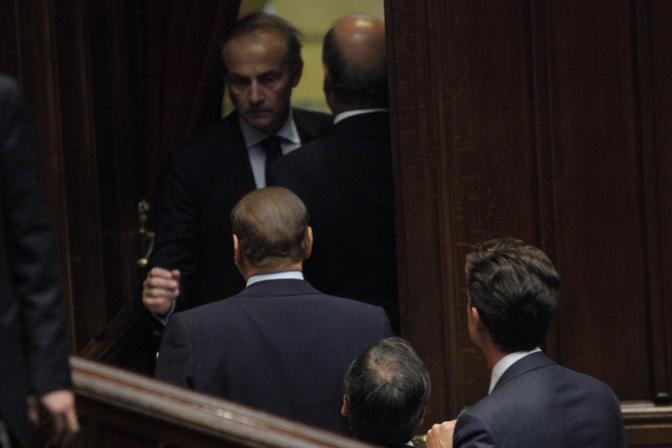 L'uscita dall'Aula di Berlusconi (LaPresse/Scrobogna)