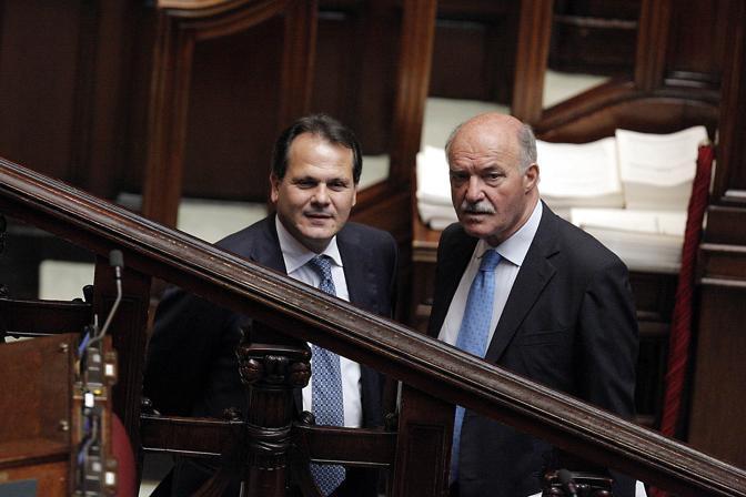 Il ministro Saverio Romano con il deputato Pippo Gianni (Ansa)
