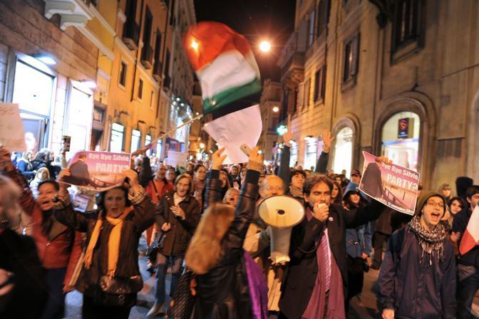 I contestatori hanno presidiato Montecitorio, Palazzo Chigi e Palazzo Grazioli