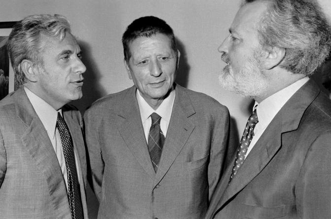Dibattito nella sede del quotidiano La Repubblica nella foto Lucio Magri Giorgio Amendola e il direttore Eugenio Scalfari il 17 giugno 1977, (Agf)