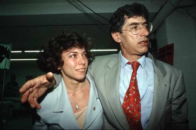 Irene Pivetti e Umberto Bossi nel maggio 1994 ai tempi della Lega, i due andavano d'accordo. E , a 31 anni, l'Irene divenne la più giovane presidente della Camera della storia della Repubblica (Fotogramma)