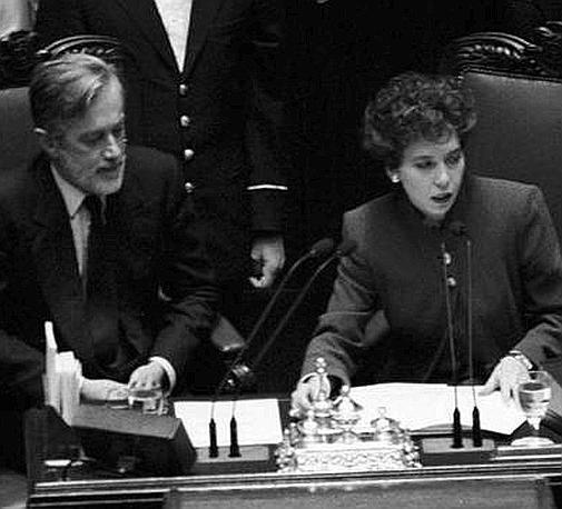 Presidente della Camera nel 1995 con Carlo Scognamiglio durante una seduta (Ap)