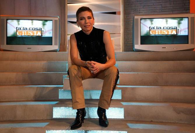 """In veste di presentatrice  televisiva del programma """"Fa'  la cosa giusta"""" su La7 (Ansa)"""