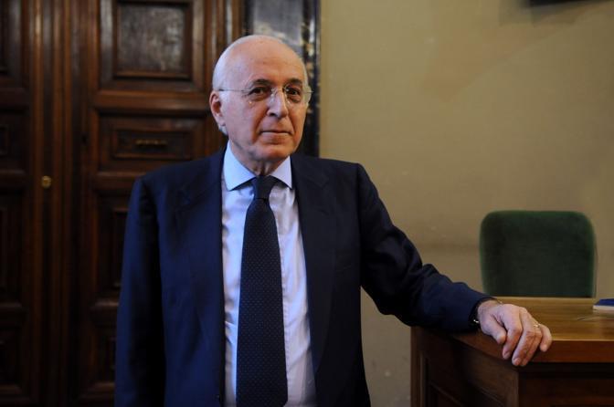 Massimo Vari, Presidente di Sezione della Corte dei conti, sottosegretario allo Sviluppo Economico