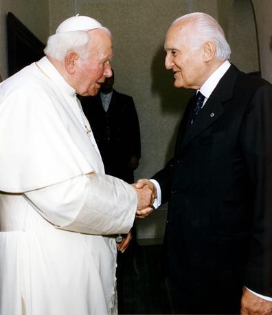 La visita ufficiale di Giovanni Paolo II il 20 ottobre 1998 (Ap)