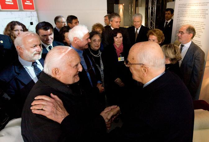 Con il presidente Napolitano alla mostra ?A noi fu dato in sorte questo tempo 1938-1947? il 19 novembre 2010 (Ansa)