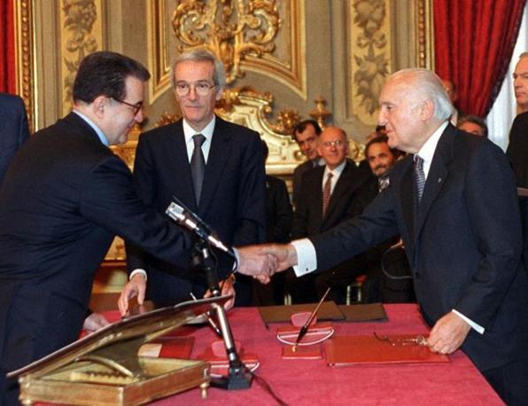 Il giuramento del primo governo Prodi il 18 maggio 1996 (Ansa)