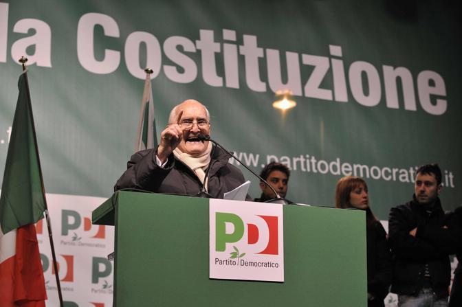 Il 12 febbraio 2009 in piazza Santi Apostoli a Roma alla manifestazione del Pd a difesa della Costituzione (Liverani)