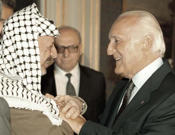 Con il leader dell'Olp Yasser Arafat il 1° settembre 1995 (Ansa)