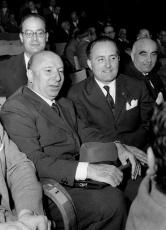 Nel 1953 a Milano con il ministro dell'Interno Mario Scelba e Nicola Signorello (Agf)