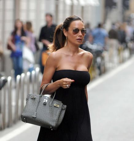 Nicole Minetti a passeggio in  centro a Milano (Olycom)