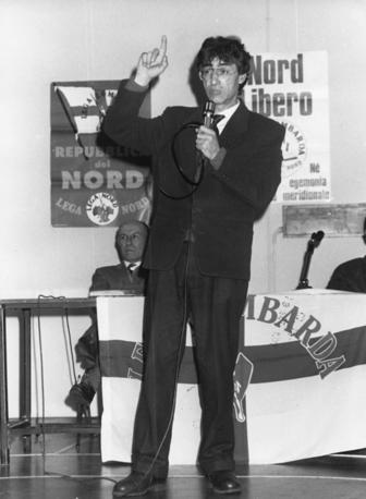 Uno dei primi comizi nel 1990 (Radaelli)