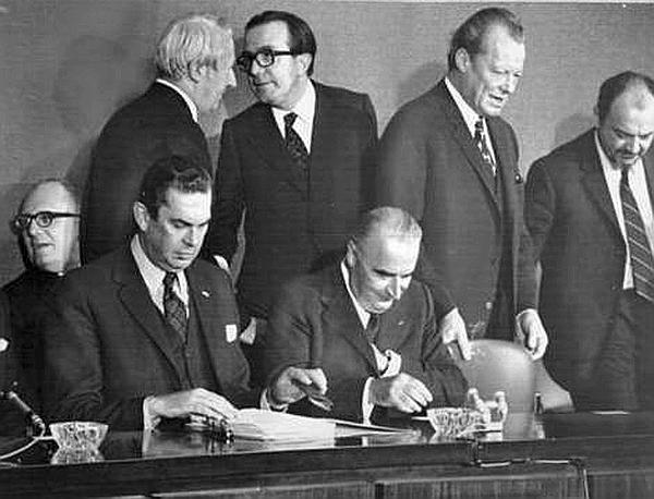 Summit a Parigi nel 1972: Andreotti con Pompidou, Heath, Brandt e altri politici (Ap)