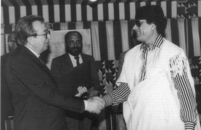 Con Gheddafi a Tripoli nel 1991 (Ansa)