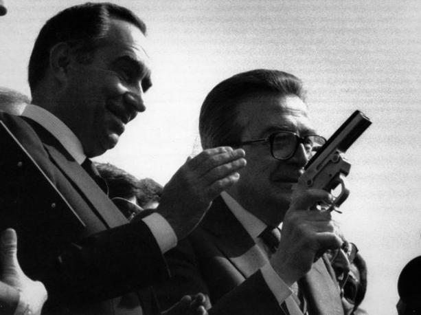 Il sindaco di Roma Franco Carraro e Andreotti danno il via alla Maratona di Primavera nel 1991 (Ansa)