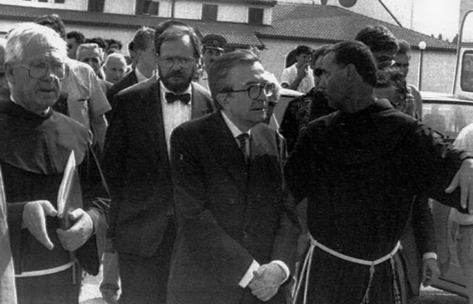 In visita a Medjugorje il 26 luglio 1991 (Ap)