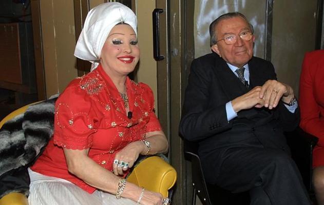 Giulio Andreotti con Moira Orfei durante «Domenica In» nel 2002 (LaPresse)