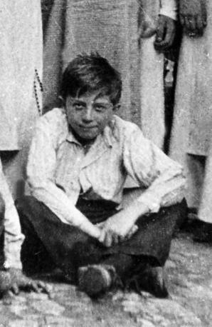 Giulio Andreotti da bambino (Agenzia Liverani)