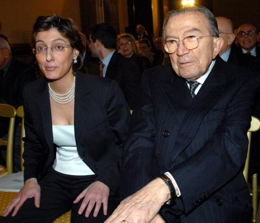 Alla presentazione di un libro con il suo avvocato Giulia Bongiorno (Ansa)