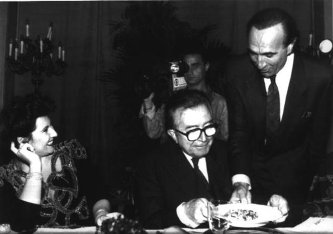 A una cena con Marisa Laurito, a sinistra, e Pippo Baudo, a destra