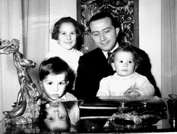 A casa, con i figli nel 1978 (Fotogramma)