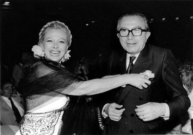 Scherzi e risate con Sandra Milo nel settembre del 1998 (Fotogramma/Radogno)