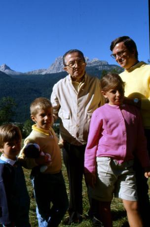 A Cortina con i nipoti e il genero Marco Ravaglioli (Fotogramma/Radogna)